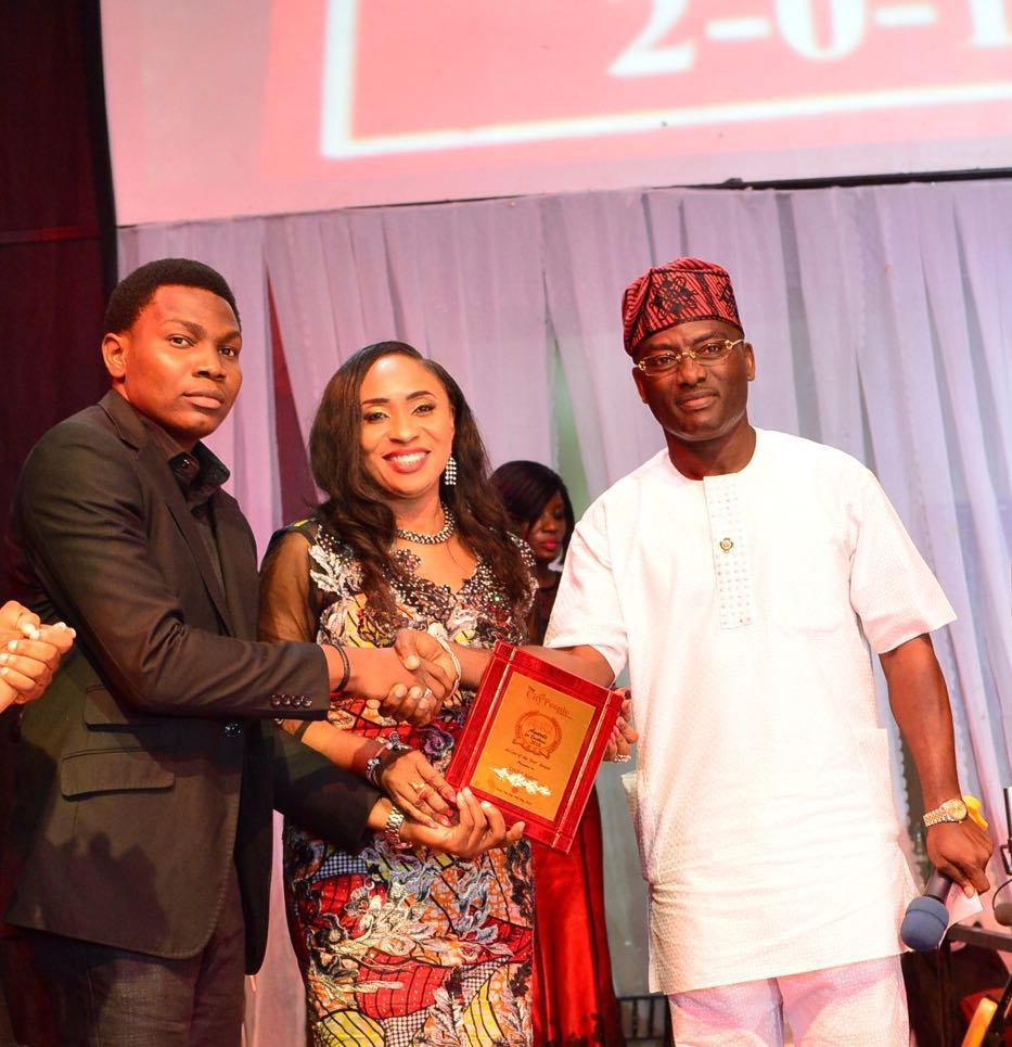 L - R: Communications Manager Dana Air, Kingsley Ezenwa, Caroline Adeneye, and Ogun state Commissioner for Information and Strategy, Mr. Dayo Adeneye, during the presentation of City Peoples' Airline of the Year Award to Dana Air recently.