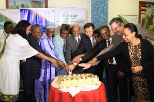 Group CEO Ethiopian Airlines, Mr. Tewolde GebreMariam with Star Alliance CEO, Mr. Jeffrey Goother and other dignitaries cutting the cake to mark the opening of the International flight from Kaduna.